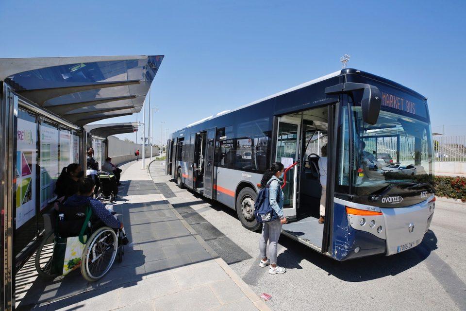 Nueva parada de autobús en la entrada al mercadillo semanal de Torrevieja 6