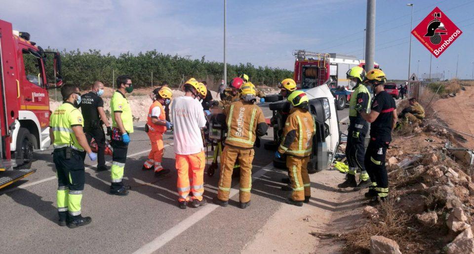 Fallece el conductor de un camión en un accidente en Los Montesinos 6