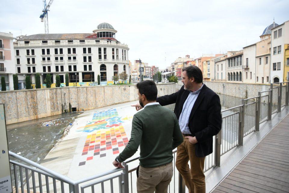 C´s denuncia la dejadez de la CHS por la acumulación de plásticos en el río 6