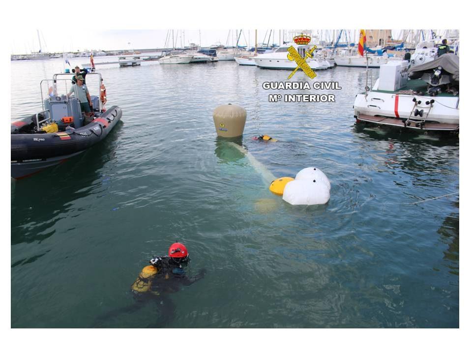 Investigan el caso de una embarcación hundida en Cabo Roig con cinco personas a bordo 6