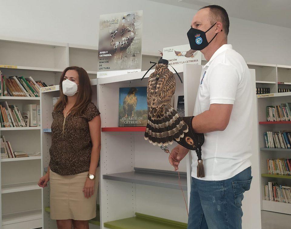 Benejúzar habilita un espacio en la biblioteca para conocer mejor a las aves y la cetrería 6