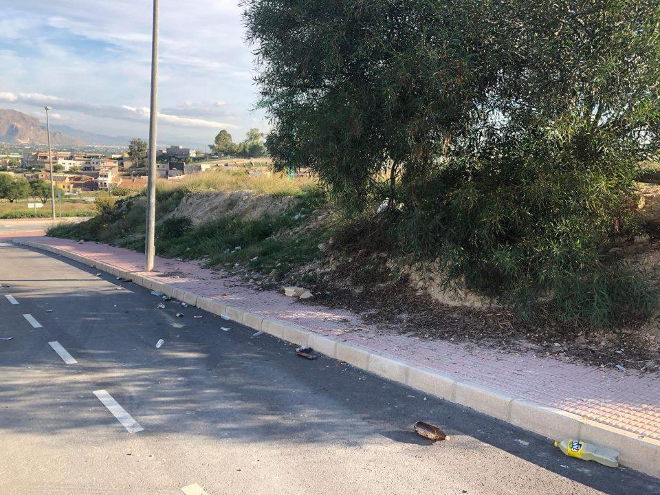 Vecinos de Bigastro denuncian el caso omiso del Ayuntamiento a sus quejas por la falta de limpieza 6