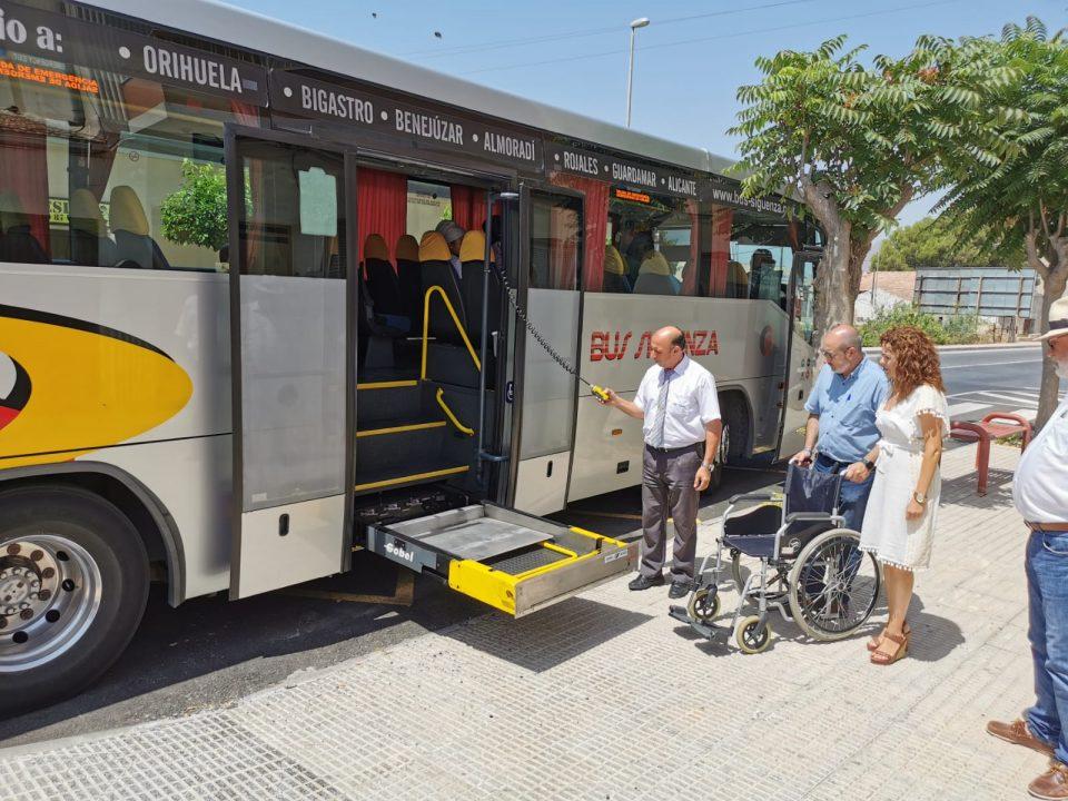 Benejúzar ya tiene autobús adaptado para personas con movilidad reducida 6