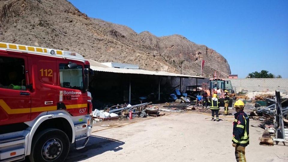 Los bomberos intervienen en dos incendios en Redován y Daya Nueva 6