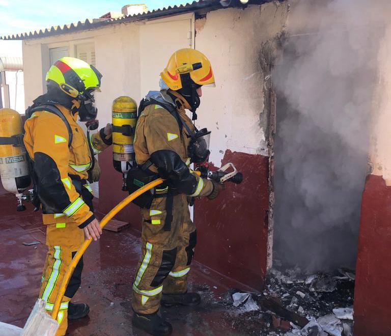 Un incendio en un trastero alerta a los vecinos de un edificio en Callosa 6