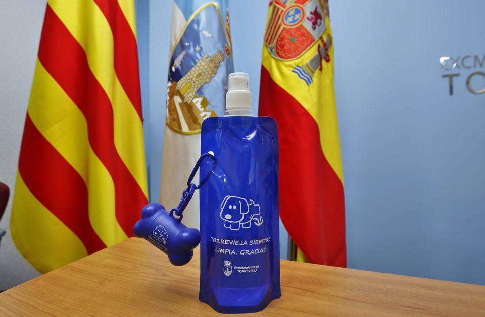 Torrevieja repartirá 2000 botellas para acabar con los orines de los perros 6