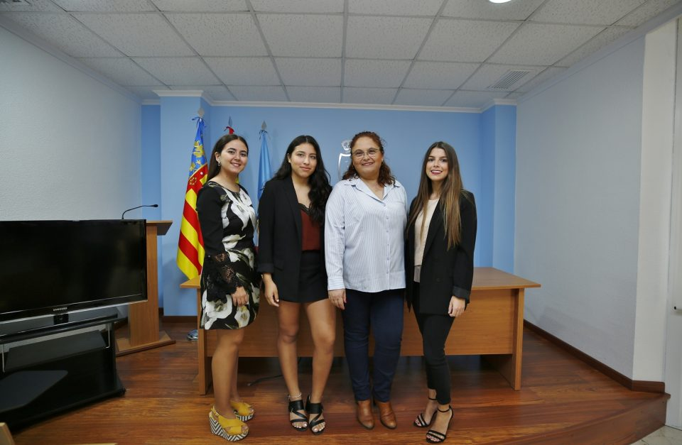 El alcalde presenta a las candidatas a Reina de la Sal 6