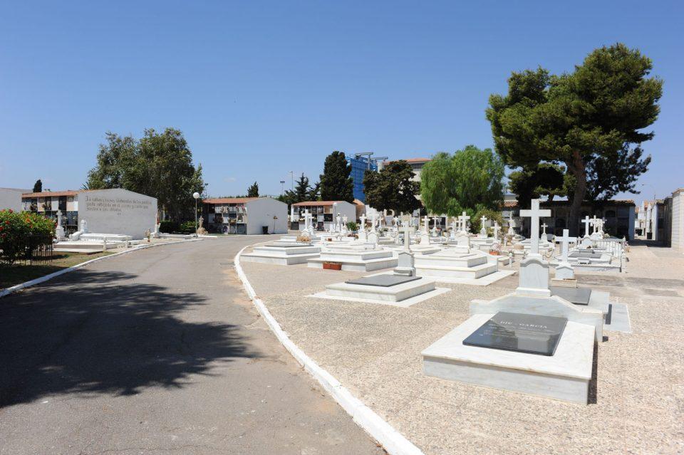 Los cementerios de Torrevieja reabren el próximo lunes 6