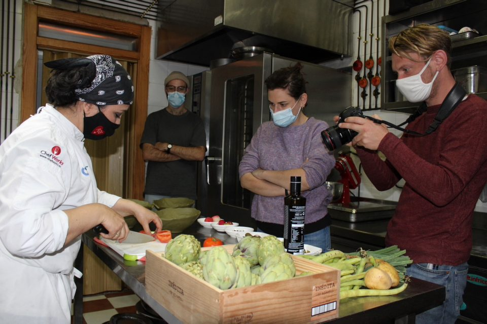 Una reconocida chef francesa se interesa por la alcachofa de la Vega Baja 6