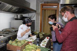 Una reconocida chef francesa se interesa por la alcachofa de la Vega Baja 9