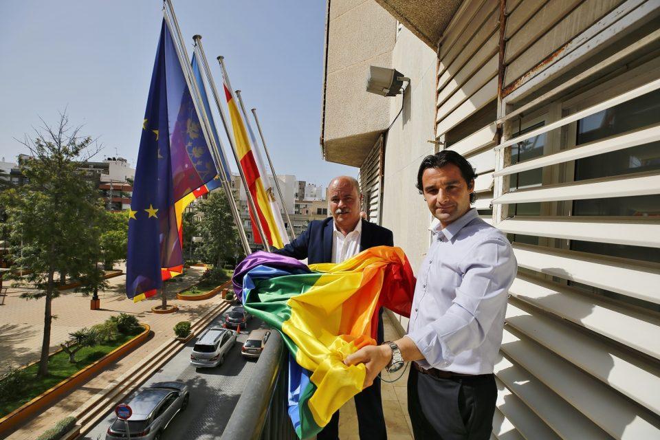 Luce la bandera del Orgullo en Torrevieja pero no habrá actos de conmemoración 6