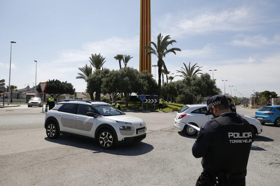 La Policía Local de Torrevieja intensifica los controles durante el puente 6