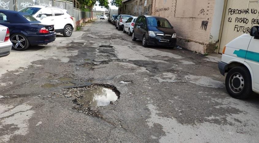 Los vecinos del Camino Viejo de Molins denuncian el mal estado de la calzada 6