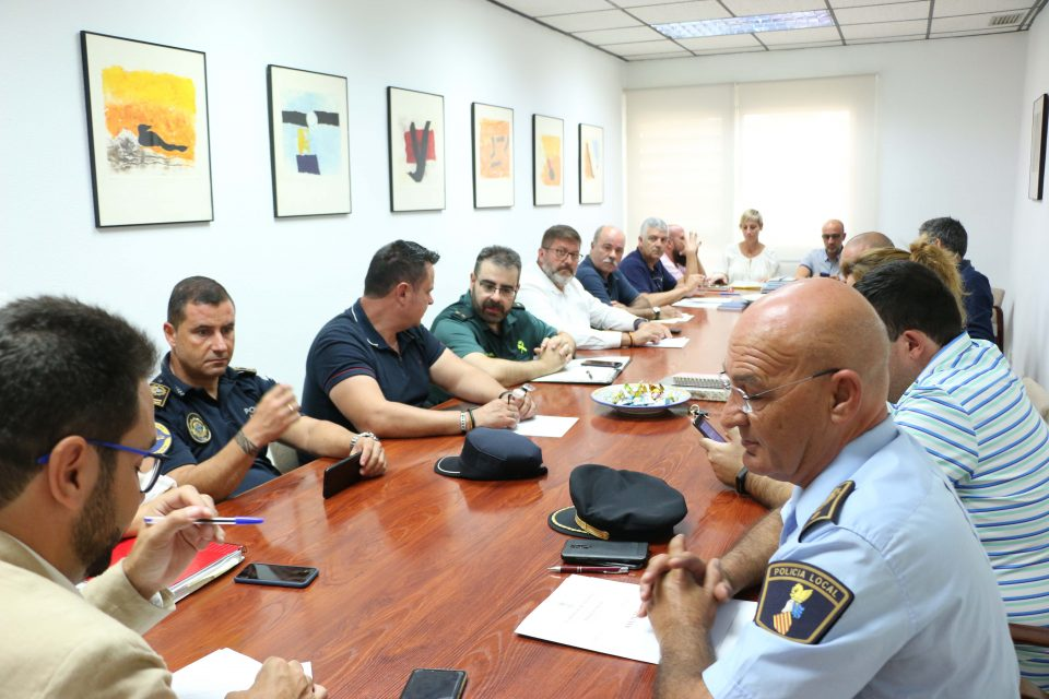 Torrevieja recomienda a los hosteleros y comerciantes retirar los objetos de la vía pública 6