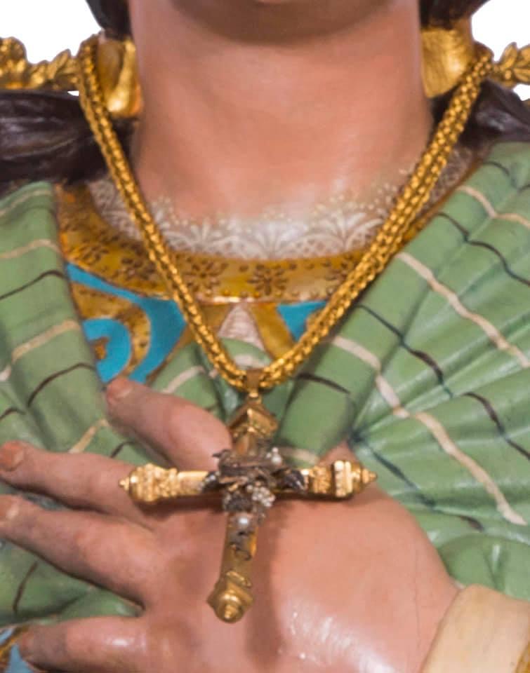 Roban dos cruces pectorales a La Purísima de Torrevieja 6