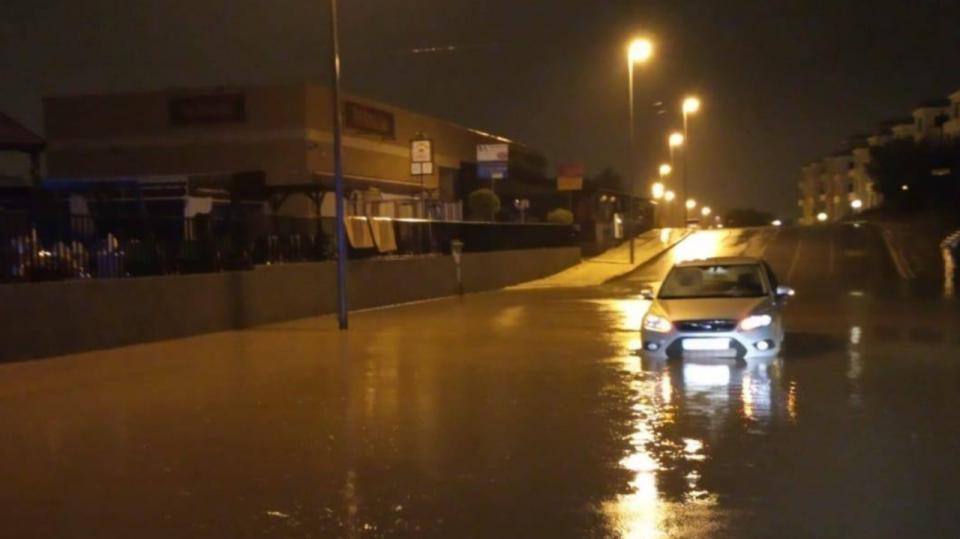 Las lluvias inundan la zona de la costa 6