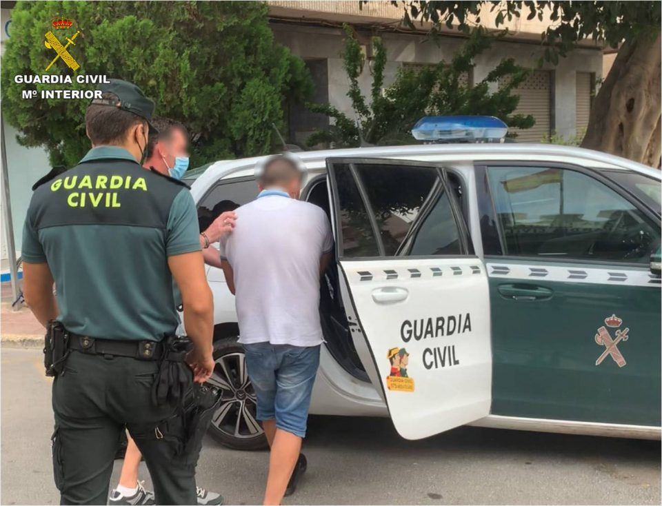 Detenido el hombre que golpeó a una octogenaria en Callosa para robarle el bolso con 6000 euros 6