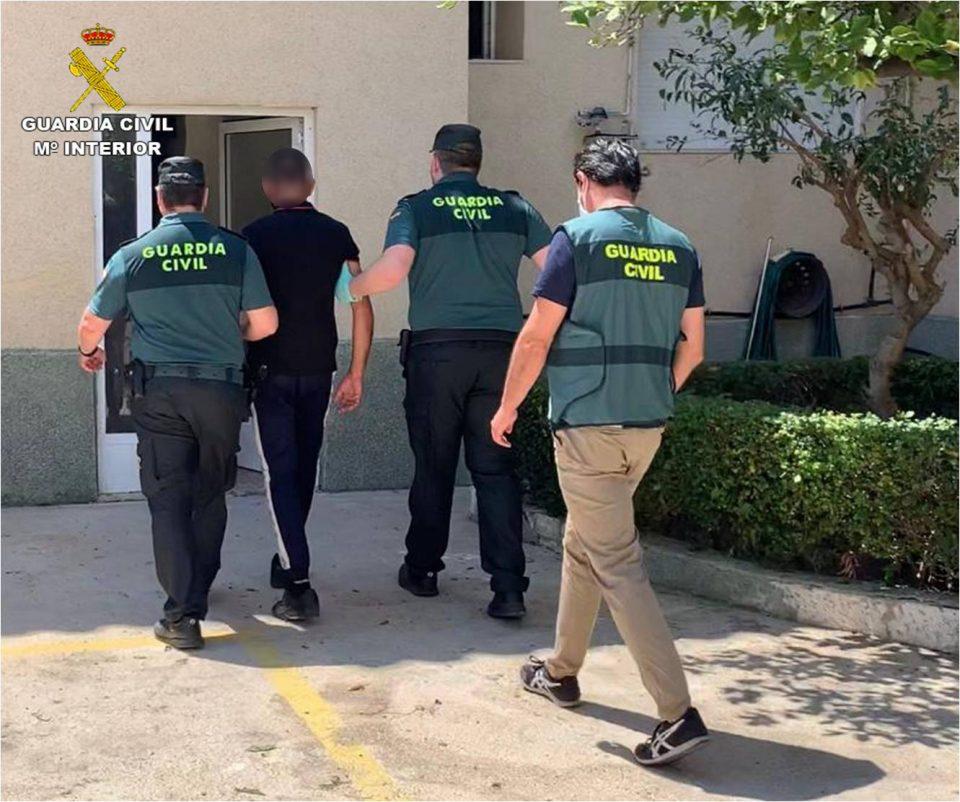 La Guardia Civil sorprende en Redován a un hombre con 15 dosis de cocaína y hachís 6