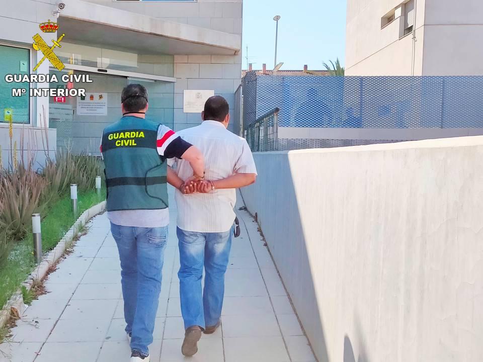 La Guardia Civil detiene a un matrimonio en Cox por estafa en la compraventa de cítricos 6
