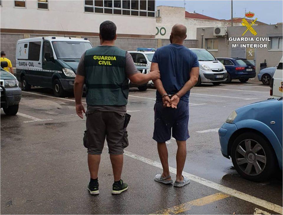 La Guardia Civil detiene a un hombre que usurpaba casas para alquilarlas en Torrevieja 6
