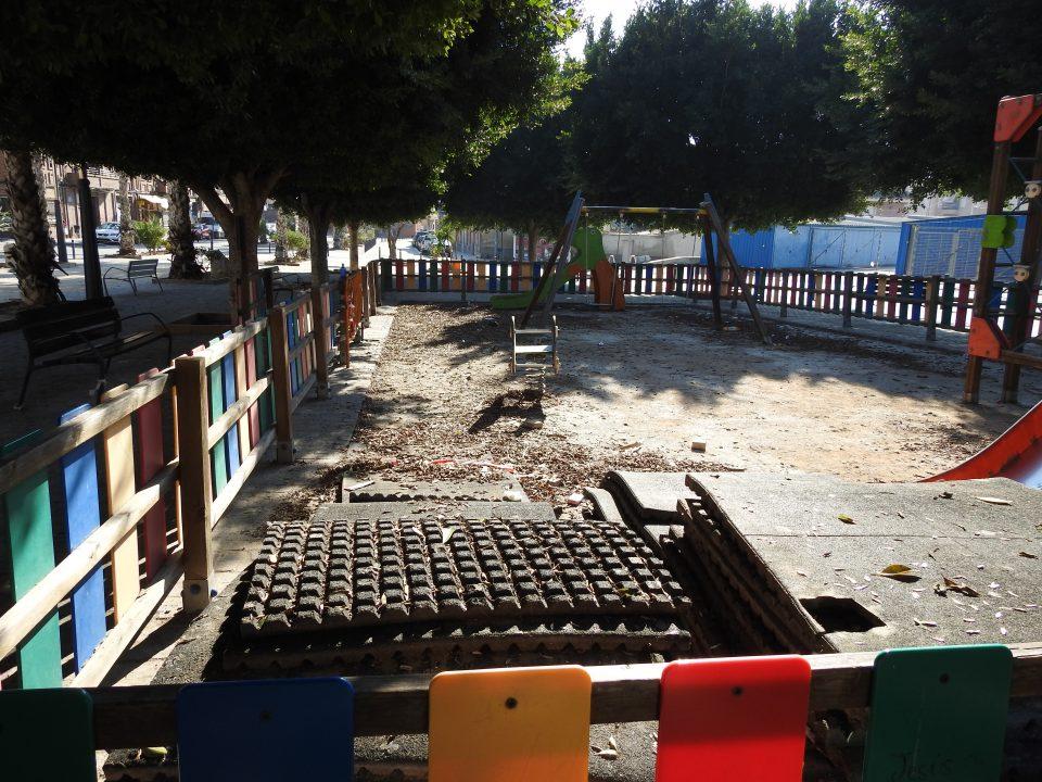 PSOE Orihuela denuncia el mal estado del parque infantil de la Plaza de Capuchinos 6
