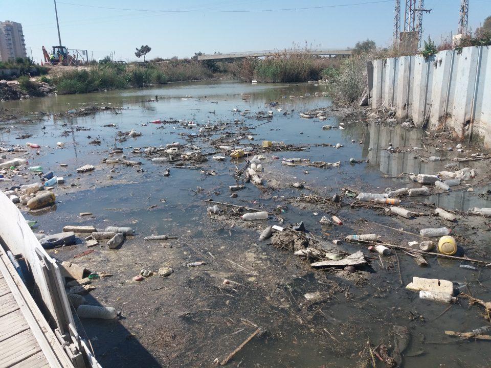 La CHS pide frenar el uso como vertederos de los azarbes de la Vega Baja 6