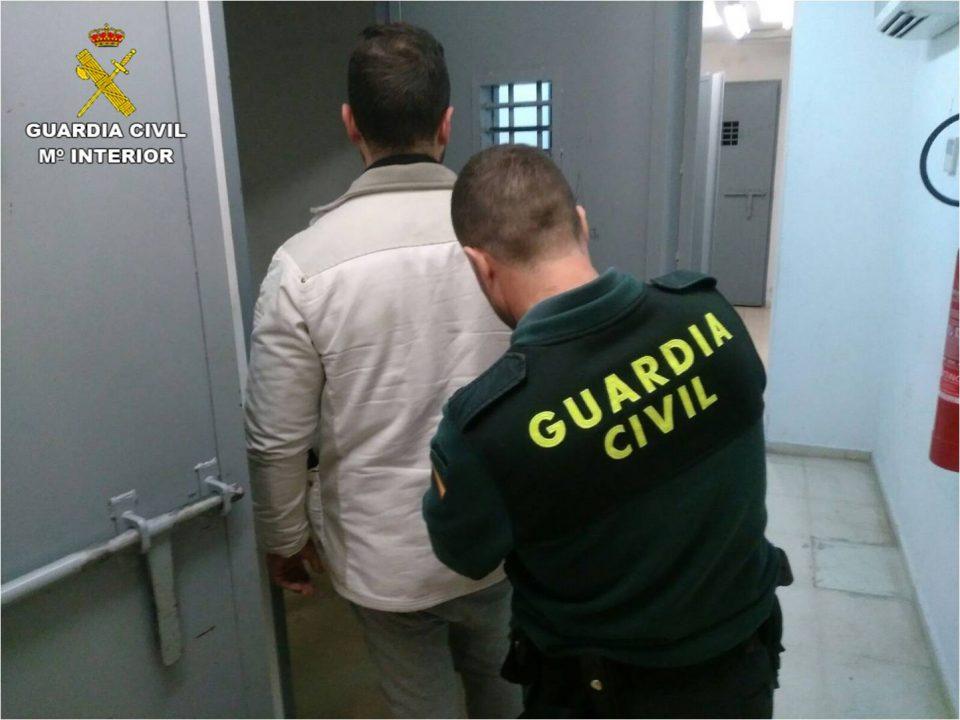 Detenido en Torrevieja un falso revisor de gas 6