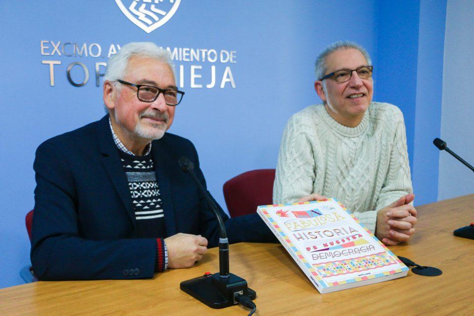 Torrevieja distribuye 45 libros de la Constitución en los centros escolares 6
