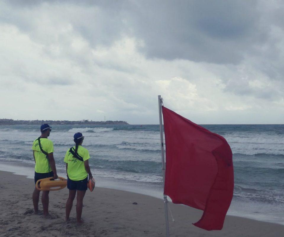 Dos rescates en Playa Flamenca 6