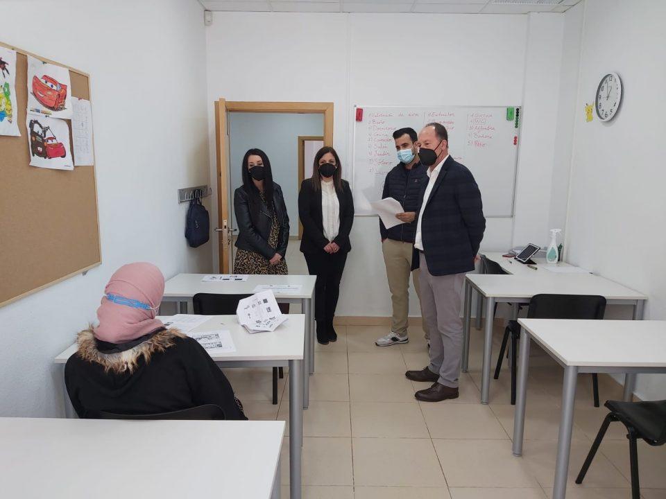 Orihuela desarrolla cursos de inmersión lingüística y de inserción laboral en el marco EDUSI 6