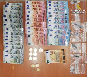 La Guardia Civil detiene a un hombre en Bigastro por tráfico de droga al menudeo 7