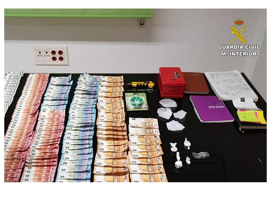 Dos detenidos por traficar drogas en un local de ocio nocturno en Torrevieja 6