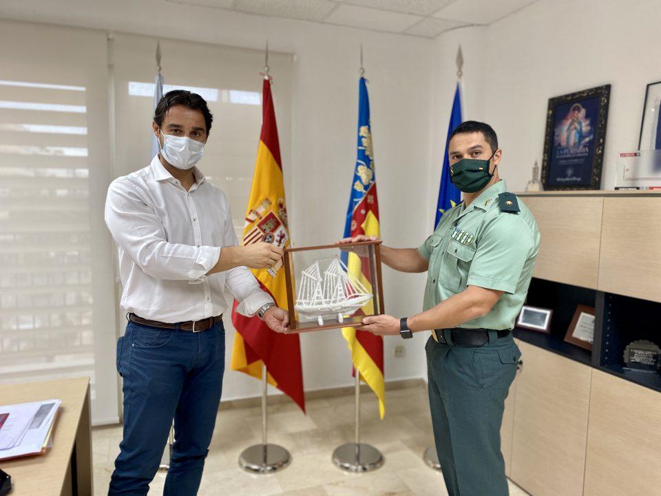 El Comandante Jefe de la Guardia Civil de Torrevieja se despide del alcalde 6