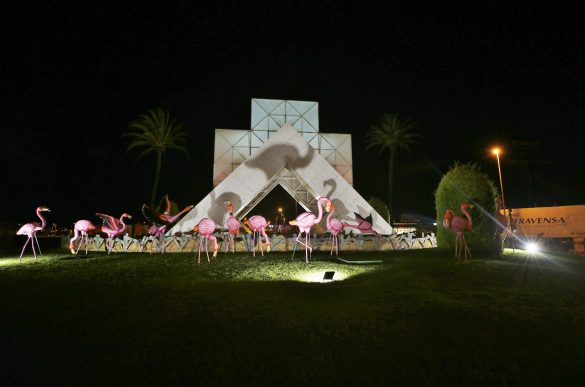Torrevieja instala 28 flamencos en una de sus rotondas 7