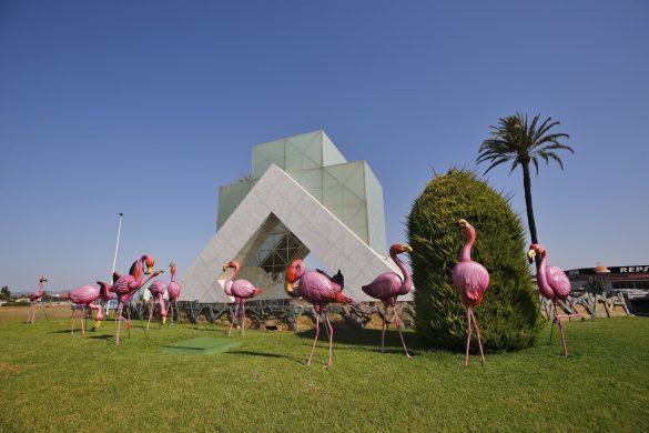 Torrevieja instala 28 flamencos en una de sus rotondas 11