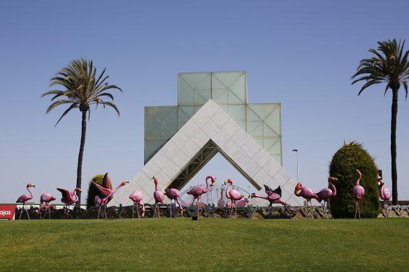 Torrevieja instala 28 flamencos en una de sus rotondas 12