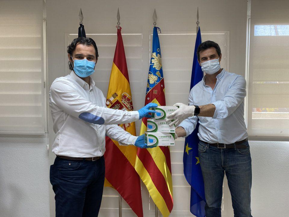 Protección Civil distribuye 1.500 mascarillas en el trasporte público de Torrevieja 6