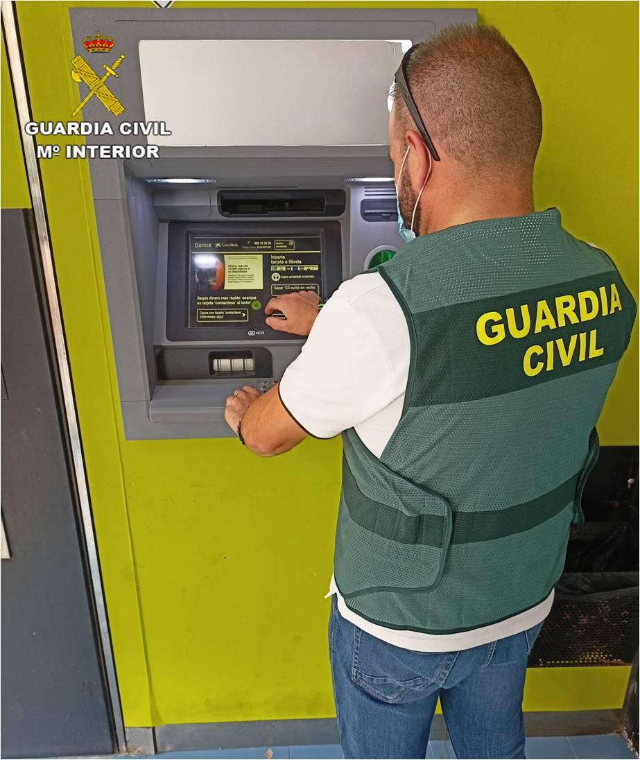 Detenidos dos hombres en Dolores por robar claves bancarias a través de SMS fraudulentos 6