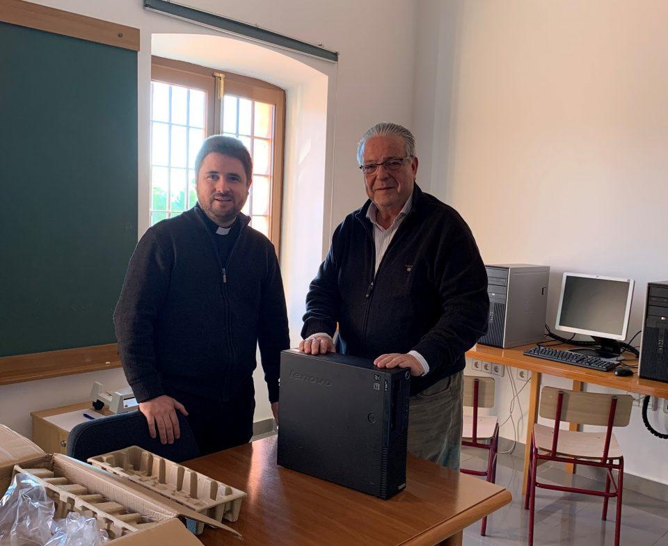 La Cofradía del Perdón dona 5 ordenadores al Seminario de Orihuela 6
