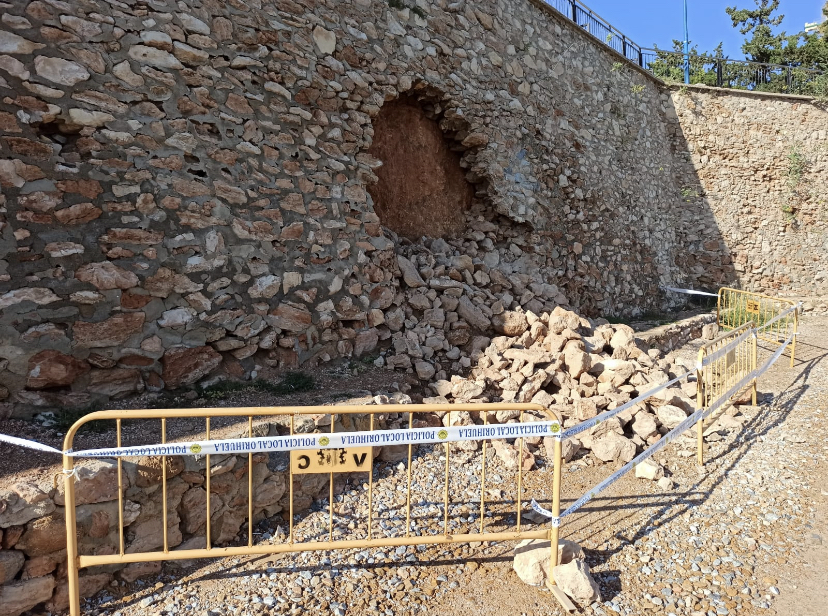 Derrumbe en el muro de la playa de Punta Prima en Orihuela Costa 6