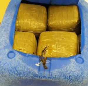 Localizados 22 paquetes de hachís en el Dique de Levante en Torrevieja 8