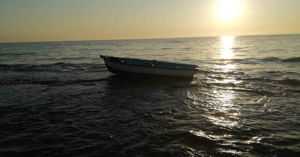 Localizada una patera con varios ocupantes  en la playa de El Mojón 6
