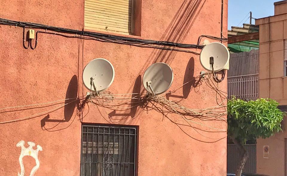 Almoradí retira parabólicas y mantas de las fachadas de los edificios 6