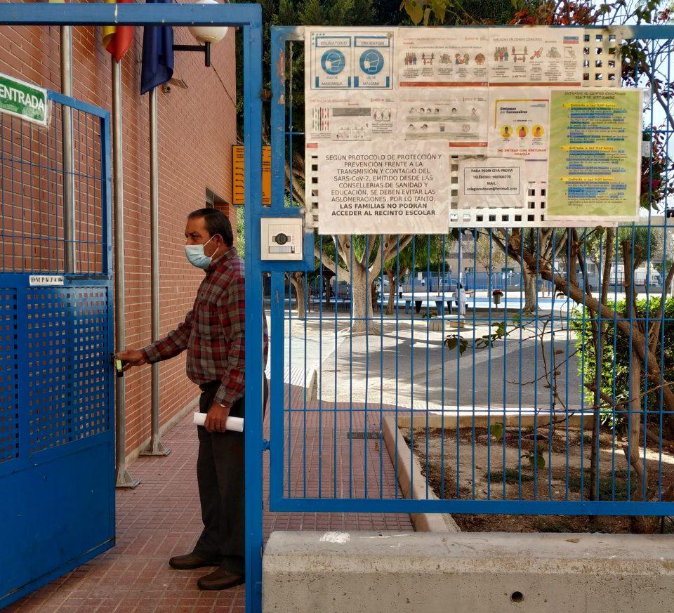 Redován contrata a dos desempleados como conserjes para prevenir el COVID 6