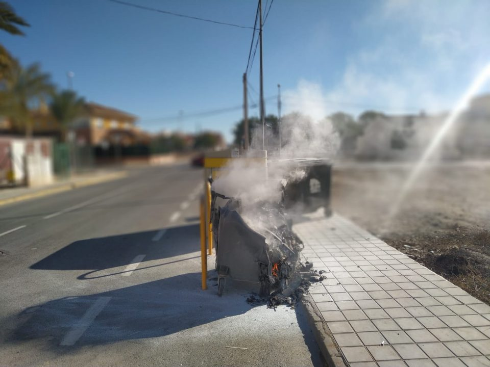 Aumentan en Redován los incendios de contenedores por depositar cenizas 6