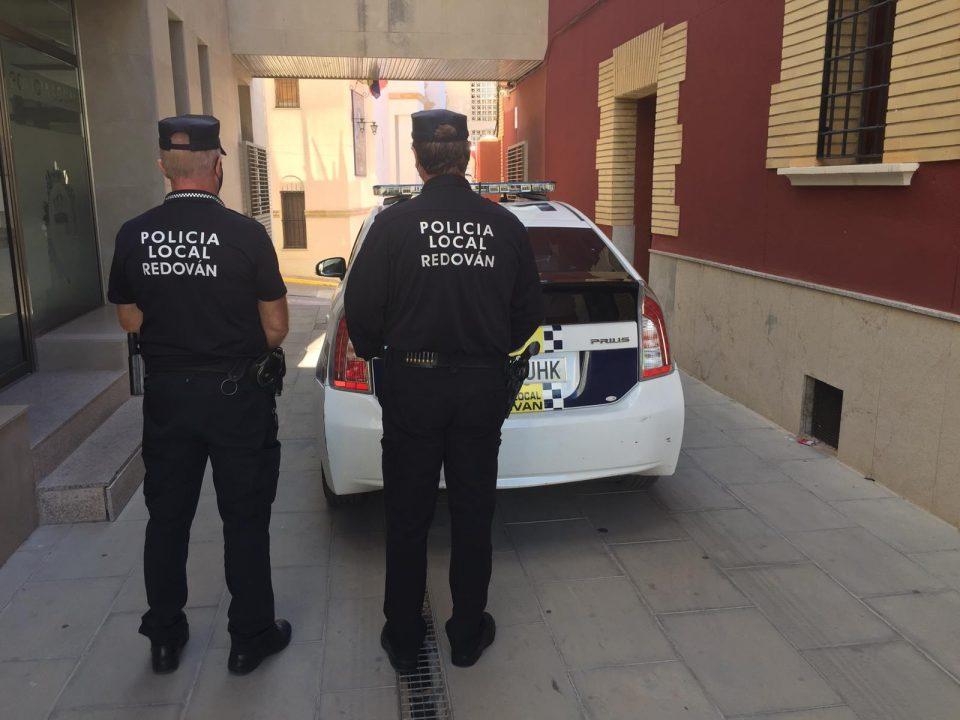 La Policía Local de Redován sanciona a diez personas por incumplir las medidas sanitarias 6