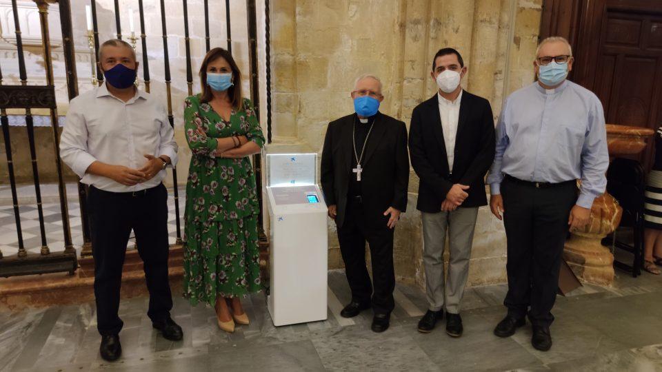 """La Catedral de Orihuela facilita los donativos con un """"cepillo digital"""" 6"""