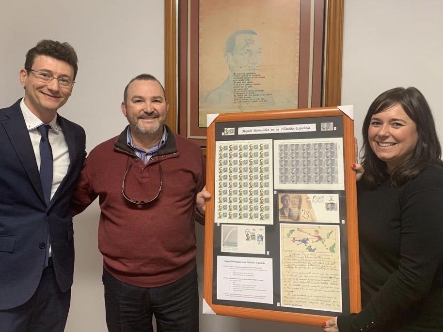 Un oriolano dona al Ayuntamiento los dos únicos sellos dedicados a Miguel Hernández 6