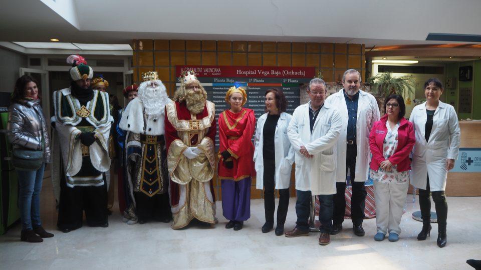 Melchor, Gaspar y Baltasar llevan la ilusión al Hospital Vega Baja 6