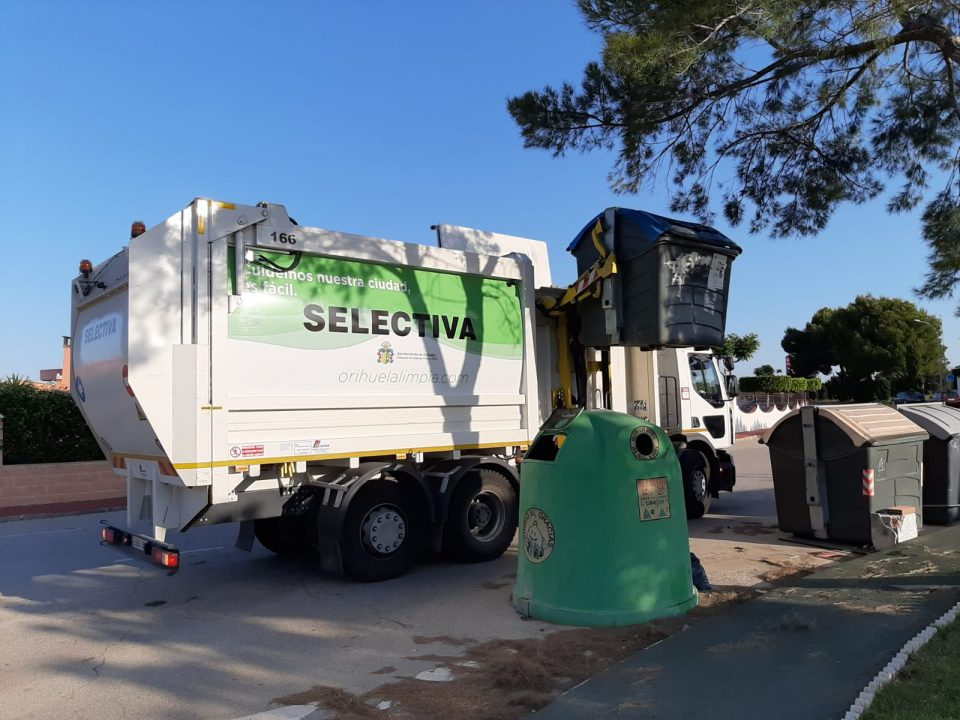 Orihuela incorpora un quinto camión recolector de residuos a su flota 6